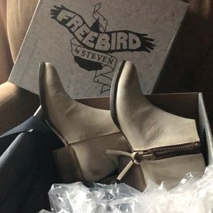 Freebird by Steven boots in ice color NWT sz 8